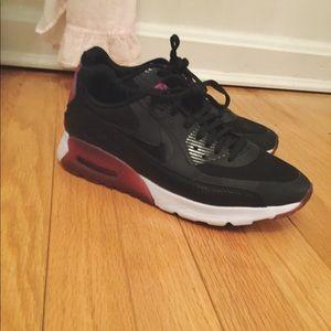 Nike Shoes - 💜RARE Nike Air Max 90 Sneakers